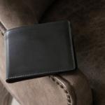 コードバン財布「二つ折り」の特徴&魅力とは!?