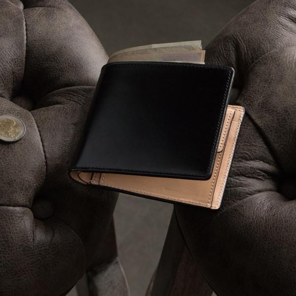 フラップデザインのコードバン折財布