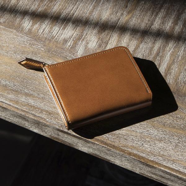 ラウンドファスナーデザインのコードバン折財布